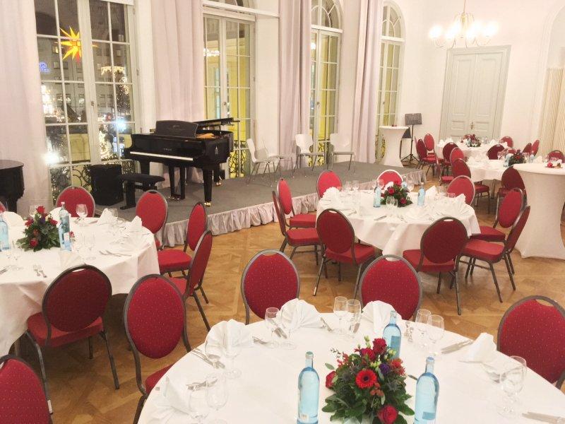 Mit BELLAN Catering im Festsaal im Coselpalais in rot und weiß
