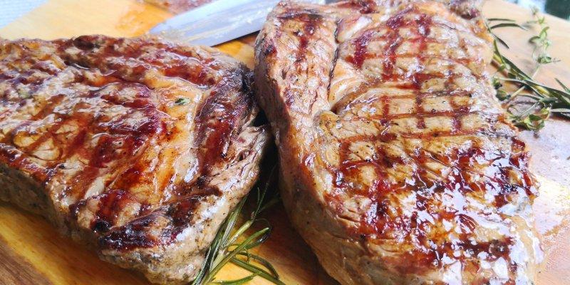 Lecker gegrillte Steaks Familienfeier BELLAN Catering Dresden
